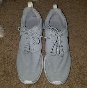 (SOLD) Nike shoes